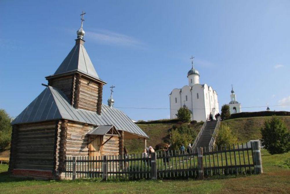 Так храмовый комплекс выглядит снизу - от святого источника Ксении Петербургской.