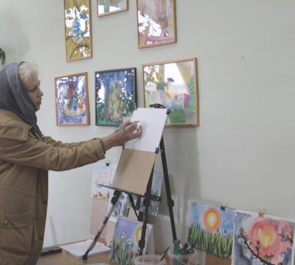 Мастер-класс среди педагогов провела преподаватель детской изостудии при Спасском монастыре Лилия Юхтанова.