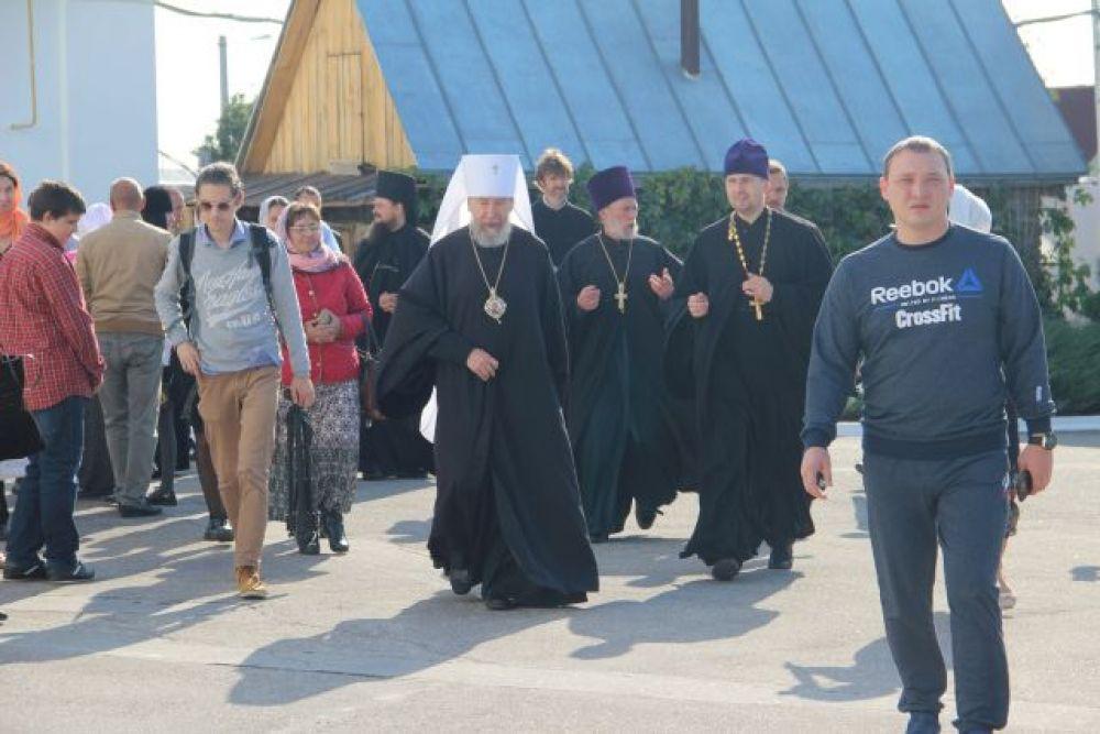 Для награждения отличившихся прибыл митрополит Симбирский и Новоспасский Анастасий.