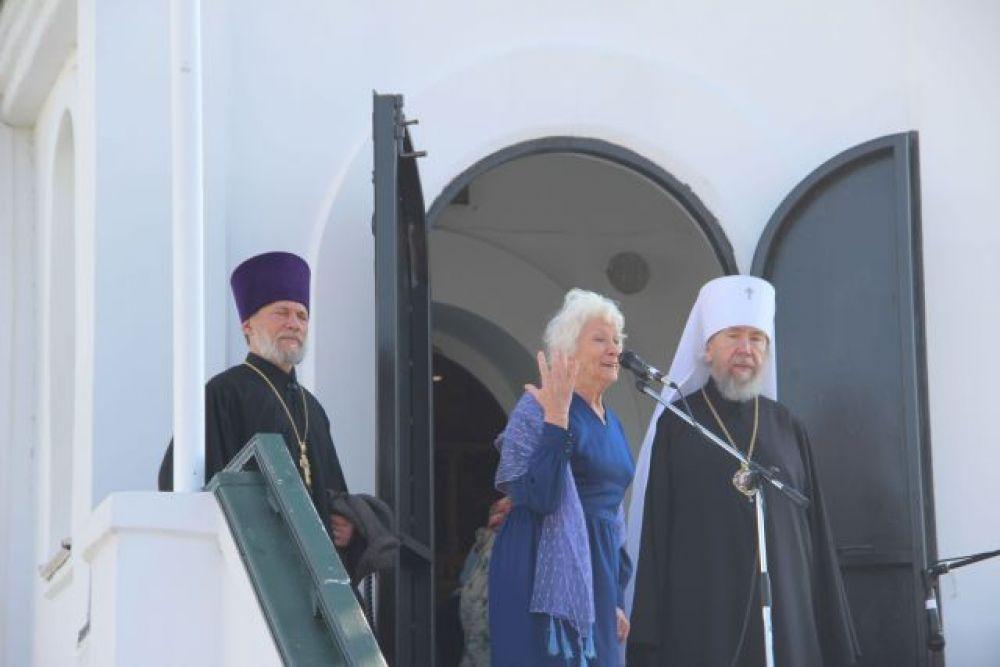 Перед собравшимися выступила с чтением стихов Народная артистка России Кларина Шадько.