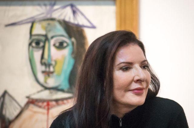 Марину Абрамович во Флоренции ударили картиной с ее изображением