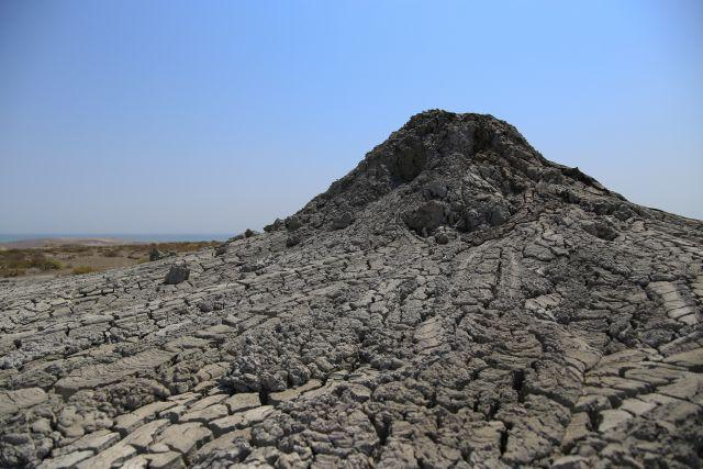 В Азербайджане произошло извержение грязевого вулкана Отман-Боздаг