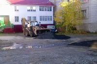 В Салехарде по просьбе жителей отремонтировали дорожное покрытие во дворе