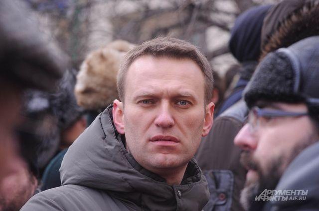 Навального задержали на выходе из спецприемника