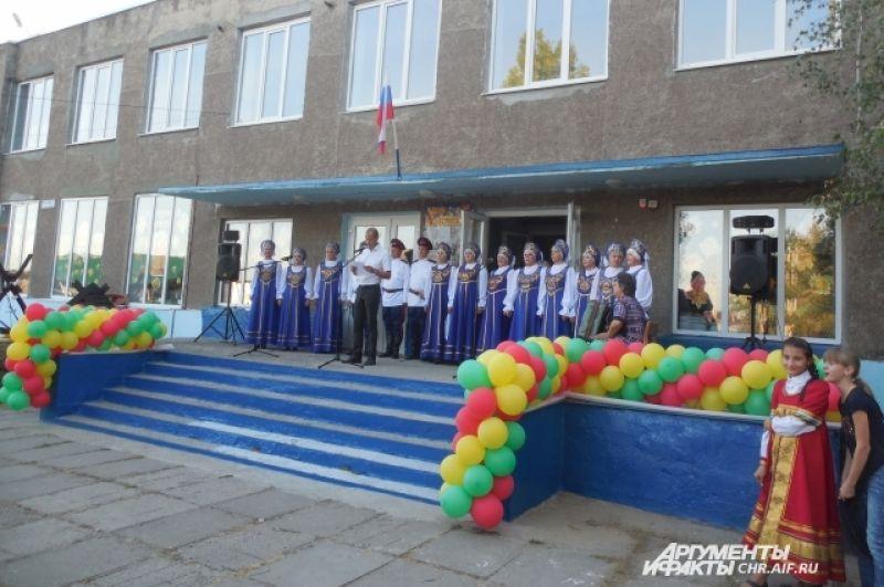 Новый глава Александр Ларионов пожелал сельчанам, чтобы праздник  вошел в каждый дом хорошим настроением.