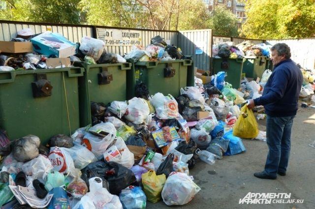 Горожане уже не знают, куда выбрасывать мусор - контейнерные площадки напоминают свалки.