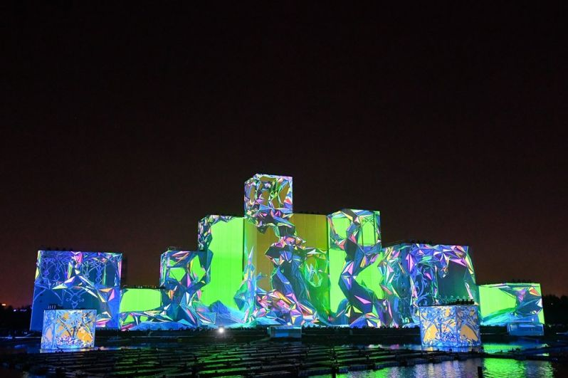 Световые инсталляции на Гребном канале.