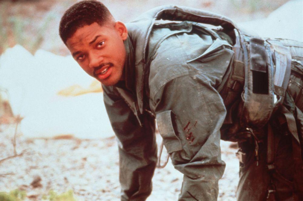 В 1996 году Смит снялся блокбастере Роланда Эммериха «День независимости», где сыграл капитана космического корабля.