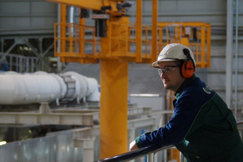 Все сотрудники ГРЭС - специалисты высокого профиля. Многие из них имеют награды. На фото Сергей Сербин - работает в энергетике 19 лет.