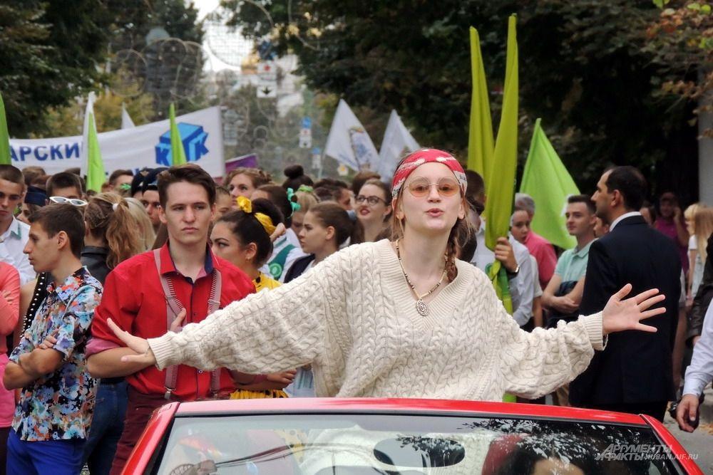 Некоторые участники молодёжного шествия не шли, а ехали.