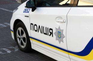 Взрыв произошел в нескольких метрах от подъезда возле дома №7 на улице Ревуцкого.