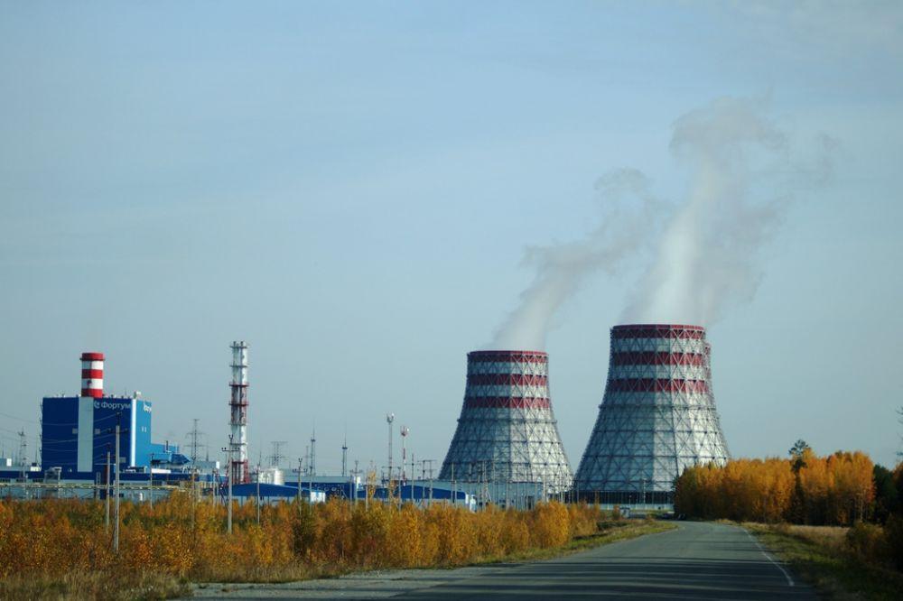 Няганская ГРЭС - одна из самых крупных тепловых электростанций в мире. Высота градирен - 90 метров, это примерно с 33 этажный дом.