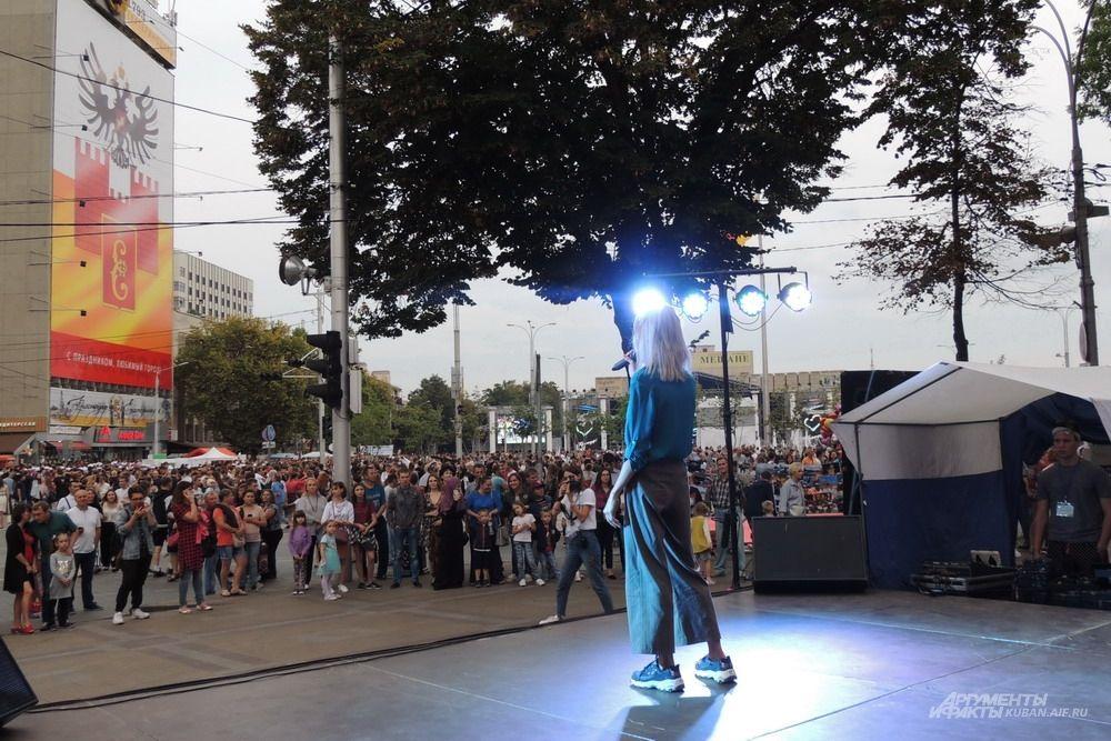 День города отмечали одновременно на нескольких сценах.