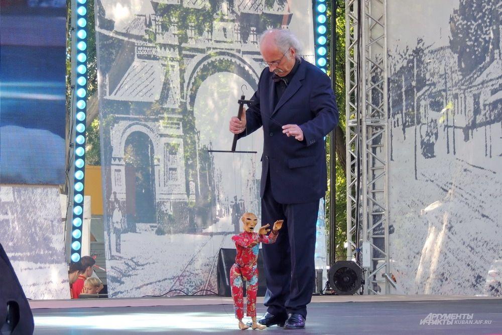 Выступление кукольника из Германии в рамках фестиваля городов-побратимов «CitiesФЕСТ».