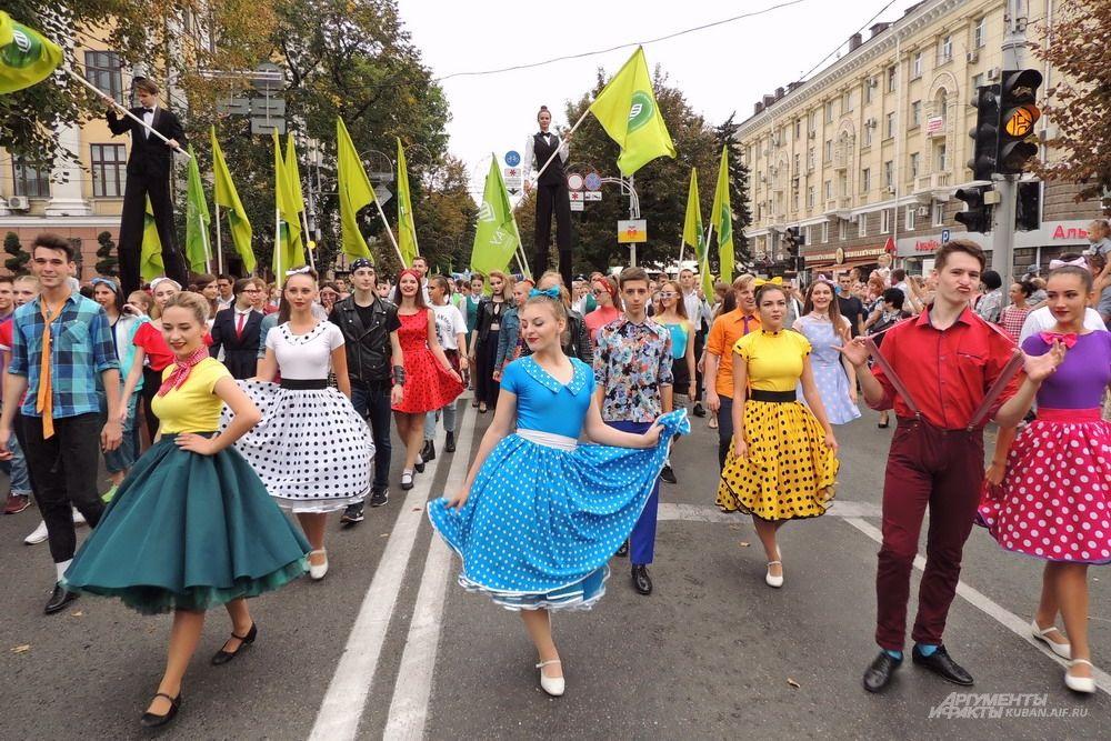 В молодёжном шествии участвовали студенты учебных заведений Краснодара.