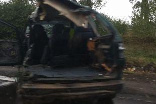 Под Киевом маршрутка врезалась в машину: авто разорвало пополам