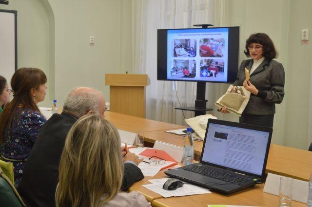 Тюменка участвует в конкурсе «Доброволец России» с тактильными книгами