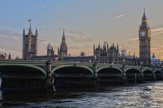 Участников «Белых касок» переселяют в Англию