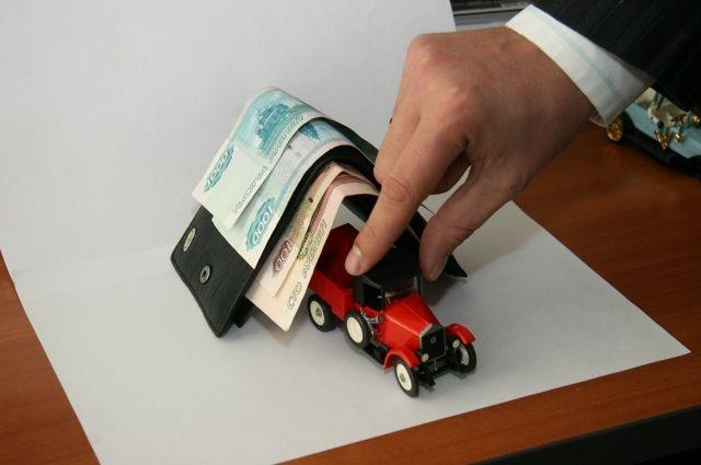 Приехавший на вызов водитель согласился выполнить просьбу клиентки однако, получив пять тысяч рублей на покупку детского питания, скрылся.