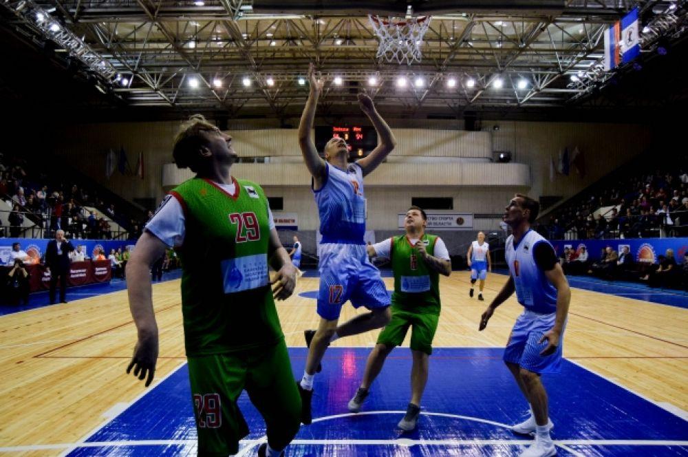 Больше всего жители Иркутской области любят баскетбол, футбол и хоккей.