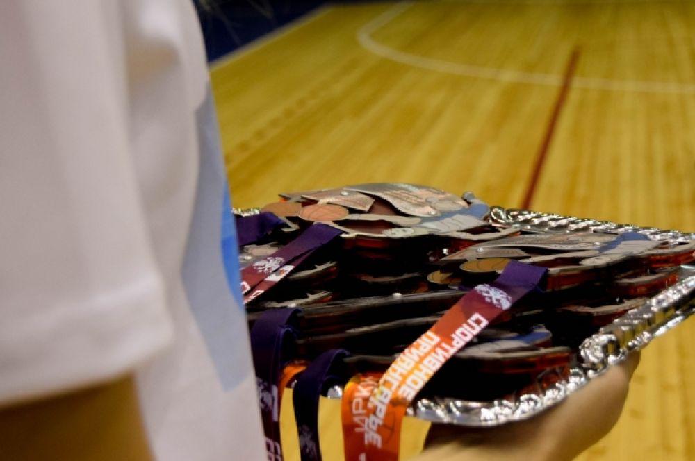 Для участников подготовили необычные медали.