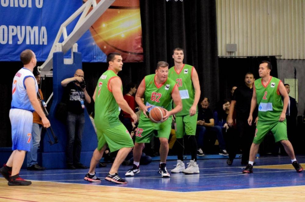 Тренером команды «Иркутская область» стал президент федерации баскетбола Иркутской области Юрий Ковалев.