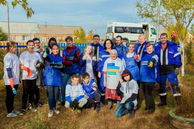 Волонтеры проекта «Дружба поколений» привели в порядок дом ветерана Великой Отечественной войны Любови Черноморец.