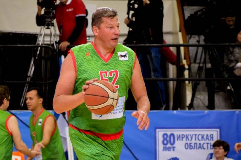 А во главе команды «Звезды встал» олимпийский чемпион по баскетболу, Заслуженный тренер России Евгений Гомельский.