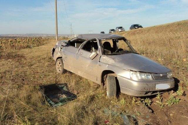 Под Бугурусланом водитель «КамАЗа» врезался в «ВАЗ».