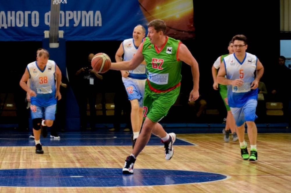 В матче принял участие министр спорта Иркутской области Илья Резник – профессиональный баскетболист.