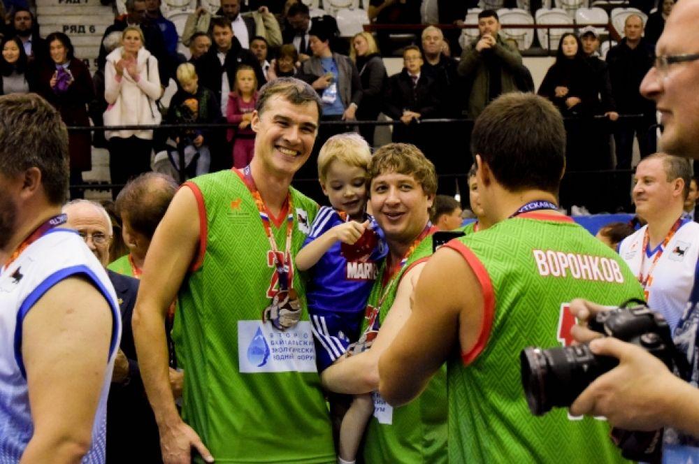 Юные спортсмены были в восторге от матча. «Побольше бы таких мероприятий», – сказал один из них.
