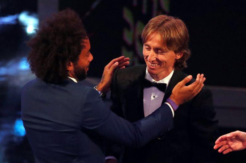 Лука Модрич и Мохамед Салах на церемонии присуждения наград ФИФА в Лондоне.