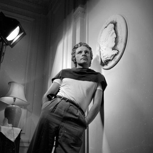 Ричард Бертон. Этому актеру предлагали роль Джеймса Бонда трижды: в 1959, 1961 и 1968 годах, но он запросил больше, чем готовы были заплатить продюсеры.