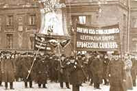 Идею о крупных профессиональных объединениях реализовали революционеры.