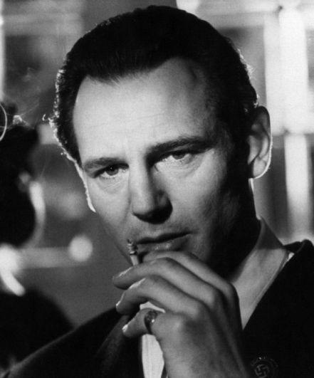 Лиам Нисон. В 1994 году в шанс стать агентом 007 выпал Лиаму Нисону, но от съемок в «Золотом глазе» актер отказался из-за нежелания сниматься в боевиках. По другой версии, в случае согласия, его девушка Наташа Ричардсон не вышла бы за него замуж.