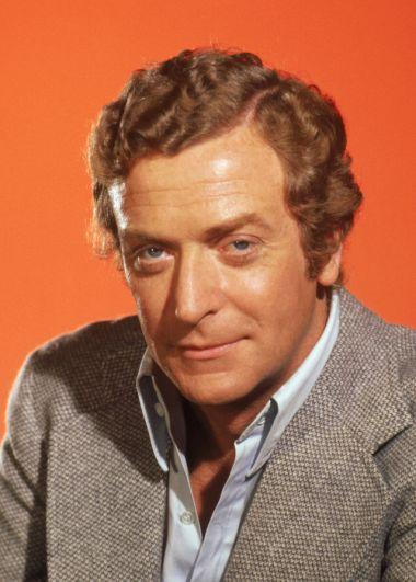 Майкл Кейн. К 1967 году актер уже снялся в трех шпионских фильмах про Гарри Палмера, поэтому отказался от роли Бонда.