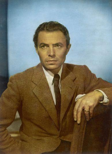 Джеймс Мэйсон. Несмотря на то, что в начале 1960-х актеру было уже за 50, его кандидатуру рассматривали на роль Бонда в первой картине «Доктор Ноу», однако, выбор пал на Шона Коннери. Позже ему предлагали сыграть одного из врагов агента 007 Хьюго Дракса в ленте «Лунный гонщик», но он отказался.