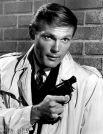 Адам Уэст. По той же причине не сыграл Бонда актер, известный по роли Бэтмена в одноименном телевизионном сериале 1960-х годов. В 1970 году его рассматривали как один из кандидатов на роль Бонда в фильме «Бриллианты навсегда».