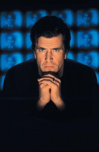 Мел Гибсон. В том же году на роль суперагента пробовался Гибсон. Его кандидатуру отверг продюсер, отметив, что Бонд должен быть британцем.