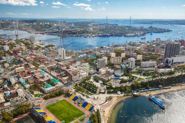 Столица Приморья на глазах становится современным городом, уверенно шагающим в будущее.