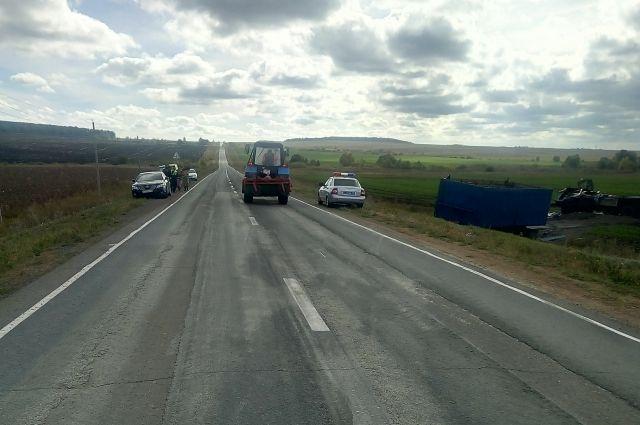 На трассе Бугуруслан-Бузулук «КамАЗ» слетел в кювет, погиб водитель.