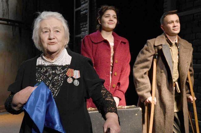Даже после 70 лет на сцене Семёнова по-прежнему волнуется перед каждым выходом.