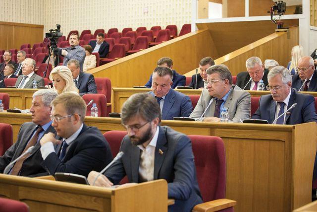Социальная защита жителей области - одна из главных задач депутатского корпуса.