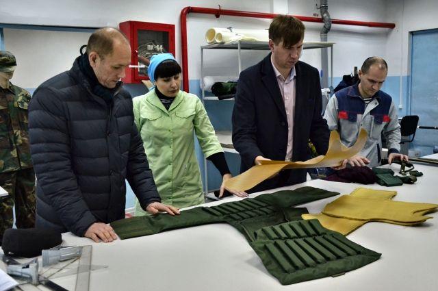 Качество выпускаемой на заводе продукции строго контролируют