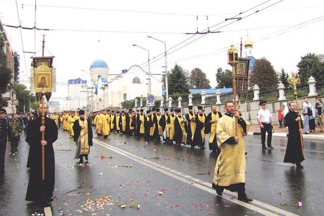 Крестный ход с мощами Святителя Иоасафа прошёл по центру Белгорода.