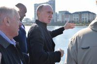 Во время очередного объезда Борис Дубровский оценил, как идёт строительство общественно-досугового центра и дорожной развязки.