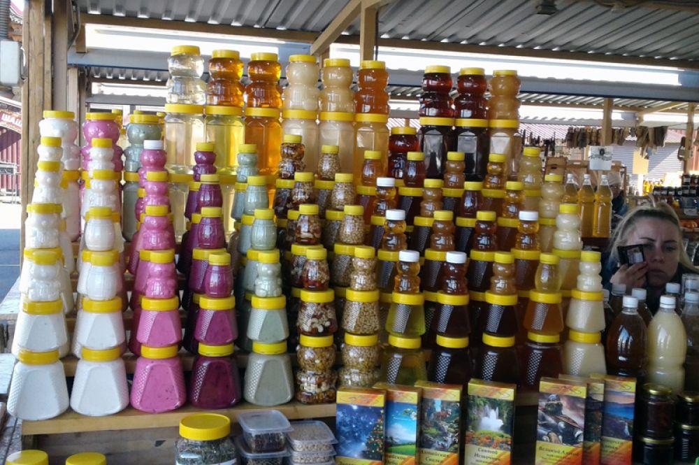 Десятки видов мёда – одна из главных гастрономических достопримечательностей Алтая.