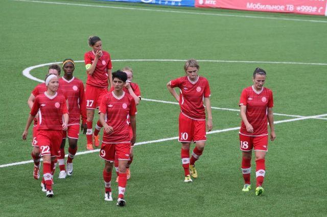 Красно-рыжие уже третий год подряд не могут преодолеть 1/16 финала женской Лиги чемпионов.