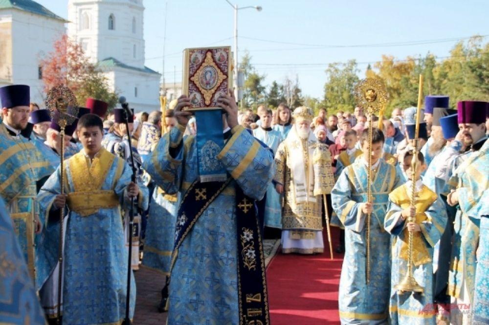 Большое внимание Софроний уделял строительству храмов и основанию духовной семинарии, где он сам преподавал, чтобы просвещать языческие народы Сибири.