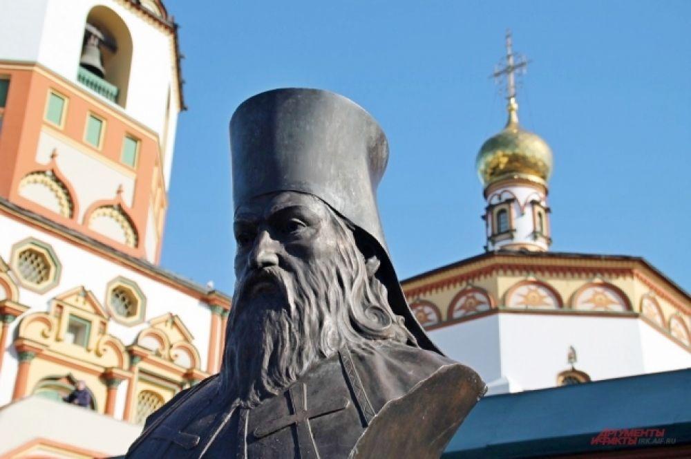 Бюст святителя Софрония открыли в Иркутске в сквере у собора Богоявления.